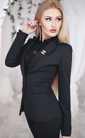 Темные часы под черный костюм